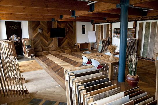 visgraat vloeren showroom